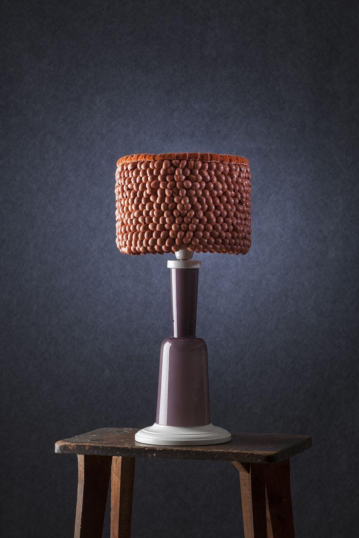 Modellata - Lampada da tavolo con diffusore in pelle e seta, base in vetro e legno.     Modellata - Table lamp with lampshade made of leather and silk, glass and wood base. #lamp #fabric #abatjour #art #interiordesign #furniture