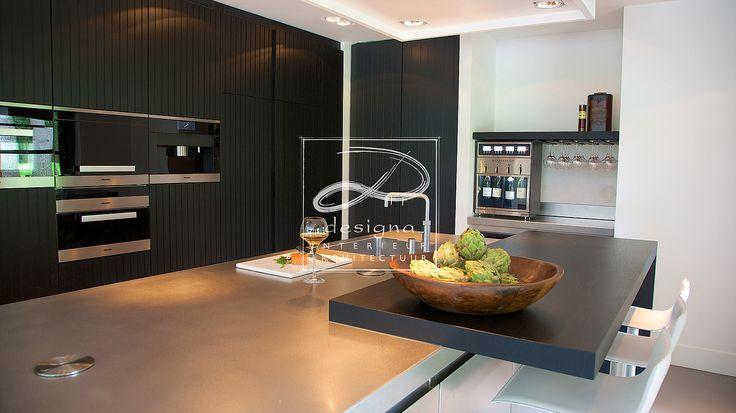 Showroom Interieur Hilversum. Designmeubelen,  gordijn- en meubelstoffen, tapijt verf & behang, interieuradvies, projectinrichting, styling.