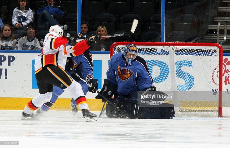 ondrej-pavelec-of-the-atlanta-thrashers-makes-a-save-against-alex-of-picture-id108804907 (1024×663)