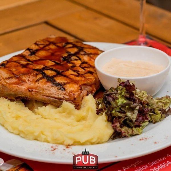 Coaste de porc marinate la gratar