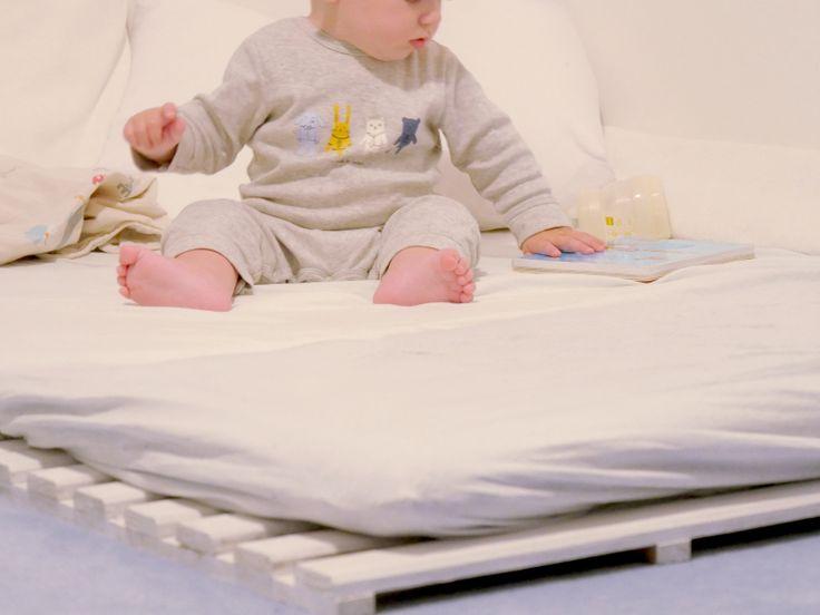 best 25 lit au sol ideas on pinterest lits de sol. Black Bedroom Furniture Sets. Home Design Ideas
