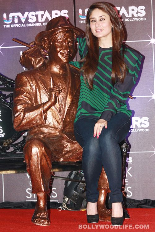 #KareenaKapoor sits on Raj Kapoor's lap at Bollywood's official 'walk of fame' : It was a rare occasion when we spotted Bollywood's glam divaKareena Kapoor sharing a bench with both her father Randhir Kapoor and grandfather Raj Kapoor. Though the Agent Vinod's star affection towards her grandpa was palpable, Bebo admitted that the legendary filmmaker was always biased towards Karisma