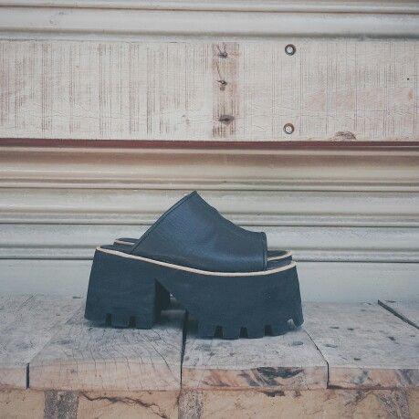 □ Xuxa Vip Negras □ taco super high! Encontrá este modelo y más de nuestra colección de verano en nuestro shop online!