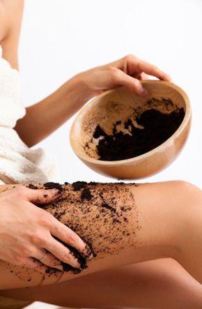1.-Adiós celulitis Calienta 1/2 taza de granos de café con 2 cucharadas de aceite de oliva. Métela al microondas por 10 segundos y aplica en las partes donde tengas celulitis. Luego, cúbrela con papel de plástico, déjala durante 20 minutos, ¡y lisot! Repite este ritual cada 2 o 3 veces a la semana y verás que en 6 semanas tendrás resultados.