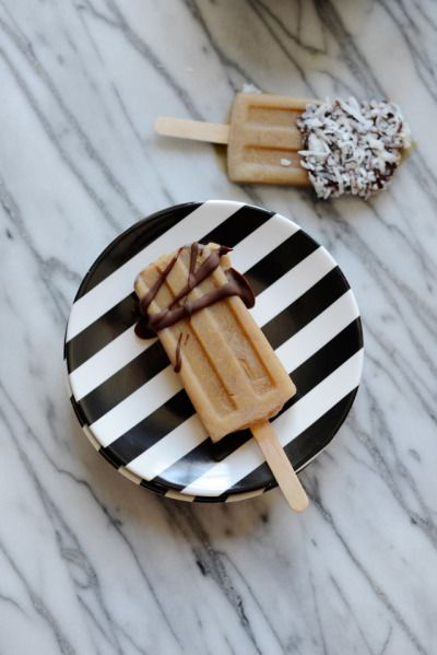 OK, so this is technically not a cake, but the idea of serving iced coffee popsicles with different dipping options is sheer genius.   Great for outdoor wedding or instead of hot coffee during your indoor dance-off!
