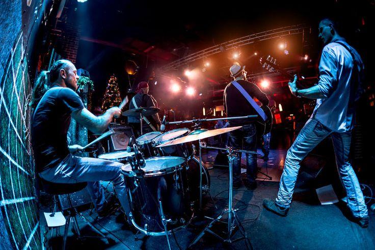 Színpadtechnikai szolgáltatásunkkal kezdődik egy  igazán jó koncert!  http://hangero.hu/szinpadtechnika/