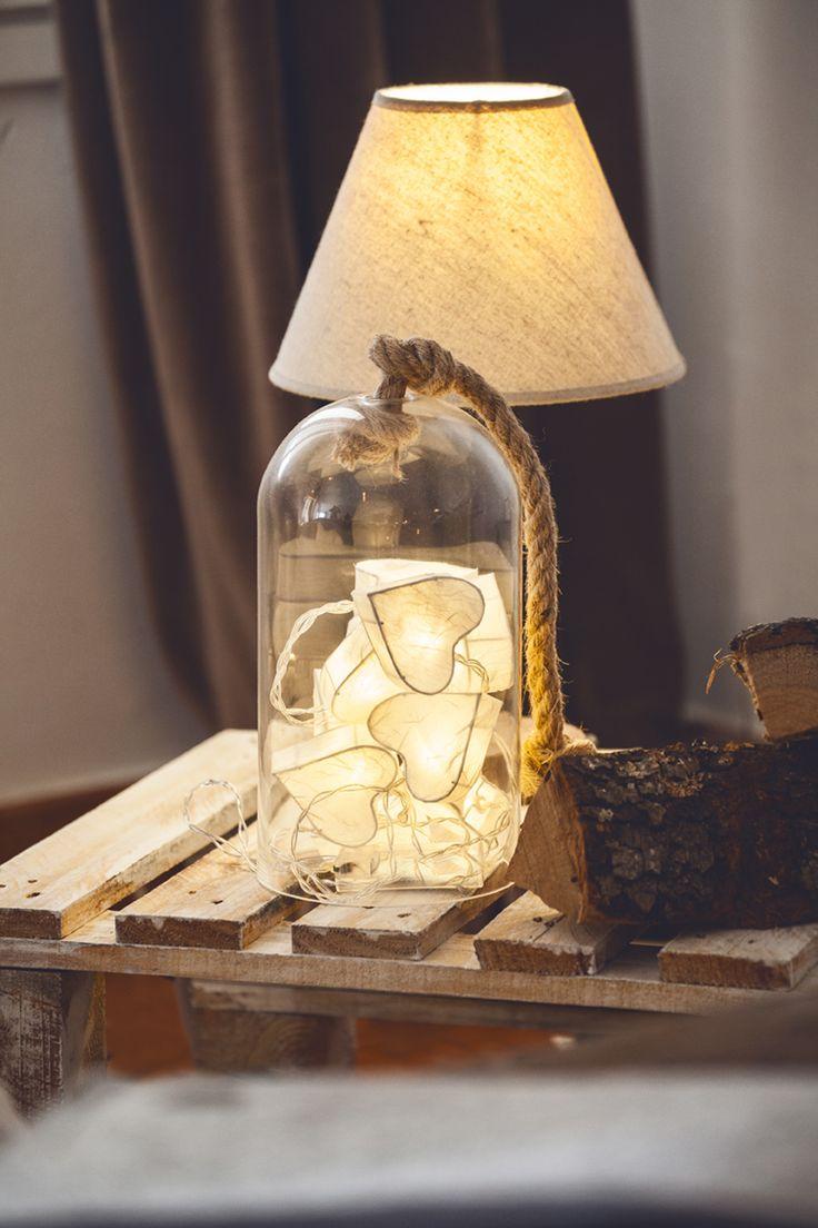 Guirnaldas de corazones con luces leds para alumbrar y dar luz tenue a las decoraciones del hogar #muymucho #led #luz #iluminación #decoración €hogar #hygge #cristal #campana #madera #estilismo