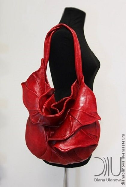 сумка кожаная `Орхидея` красная. Состав - натуральная кожа.  Можно выполнить в нубуке (комбинировать).  Цвета можно корректировать.  Замок - магнитные кнопки  Внутри-2 кармана (на молнии и…