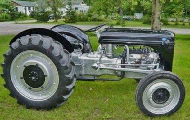 Ferguson, noir c'est très rare, mais c'est le type de moteur qui m'intrigue ! Je serais ravi d'avoir des précisions à ce sujet.....