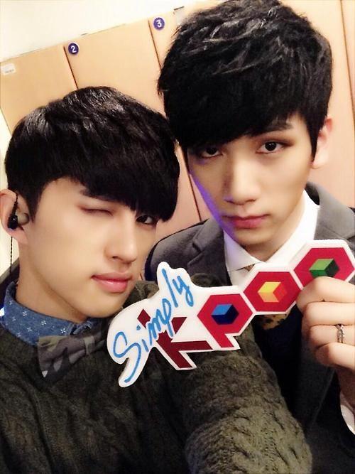 Ken and Hyuk Selca      VIXX  KPOP    Simply KPOP BackstageVixx Hyuk Selca