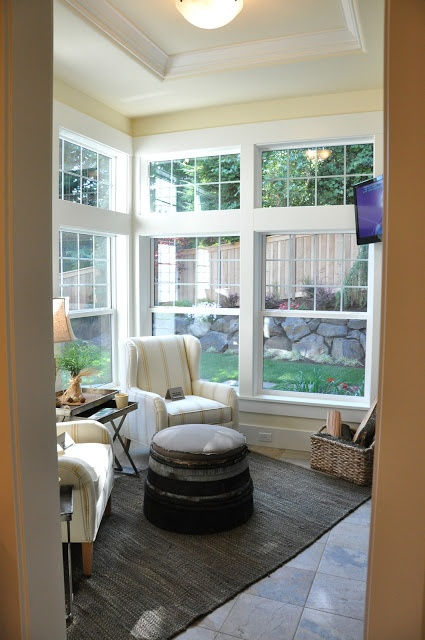 Small TV room  . . cozy.  Love this house :O)