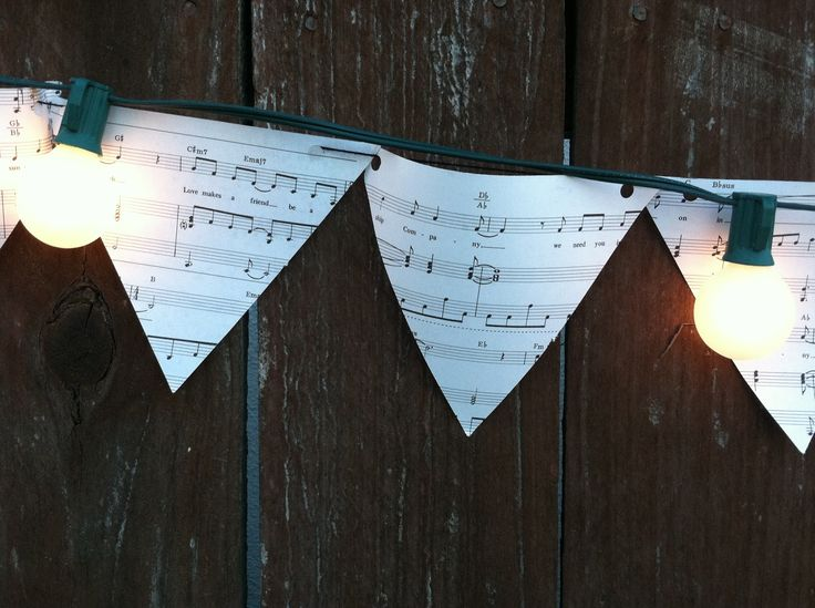 Looooove the idea of the sheet music flag streamers!! To show you love...: Garden S'mores Bar// music pennant