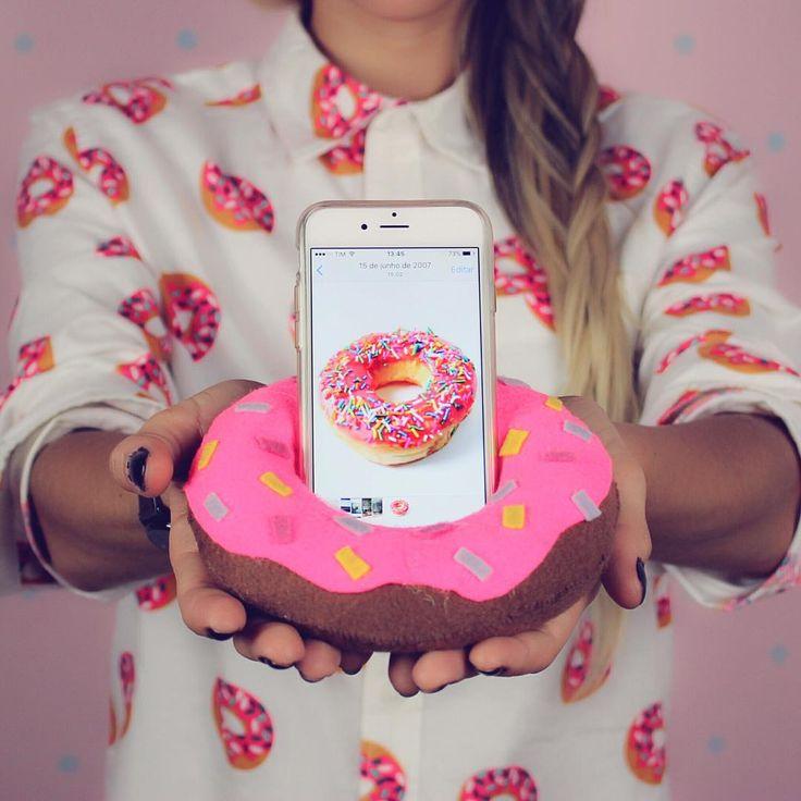 Será que eu sou viciada em Donuts?... E aí , já fez seu porta celular que também serve como pesinho de porta? Passo a passo no último vídeo