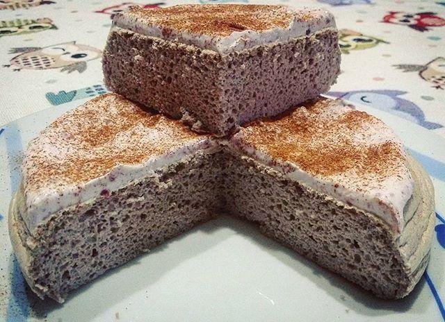 Postworkout ➡ pancake di albumi, farina di riso e proteine gusto biscotti al cioccolato, quark magro con marmellata hero light e cannella! Adoro 😍 ▪ ▪ ▪ #snack #pancake #pancakes #postworkout #postworkoutmeal #workout #whey #fitness #fit #fitnessfood #fitfood #fitgirls #fitnessgirls #iifym #iifymgirls #healthyeating #eathealthy #healthyfood #healthy #mangiaresano #alimentazionesana #instafit #instafitness #flexibledieting #macros #foodie #carbs #gym #healthydiet #diet  Check out…
