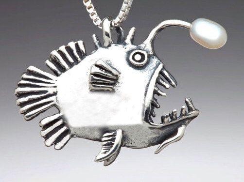Pescador pescado pescado encanto pescado collar con pescador de perlas peces joyas pescado arte peces asustadizos tonto pescado pescado pescado encanto plata de la joyería de martymagic en Etsy https://www.etsy.com/es/listing/93715958/pescador-pescado-pescado-encanto-pescado