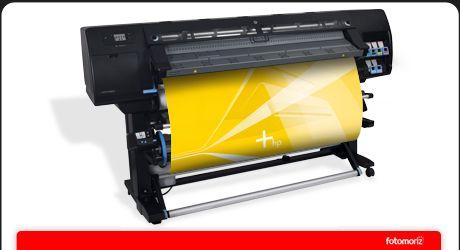 Este modelo sustituye al equipo L-25500, siendo una de las principales diferencias el ancho de impresión, que pasa de 152 cm a 155 cm. Además, esta nueva versión incorpora un tensor para imprimir en textil.