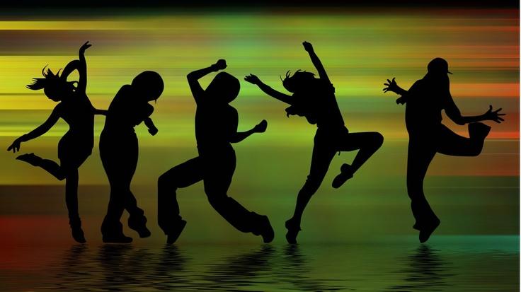 Силуэты, танцующие люди