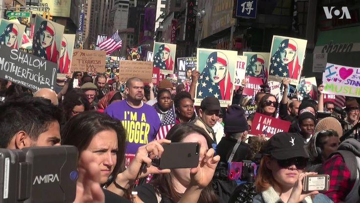 """Ribuan orang dari berbagai latar belakang agama menghadiri demo """"I am a Muslim Too"""" di kota New York. Demo ini bertujuan menunjukkan solidaritas bagi warga Muslim di Amerika. Apa pendapat Anda?"""