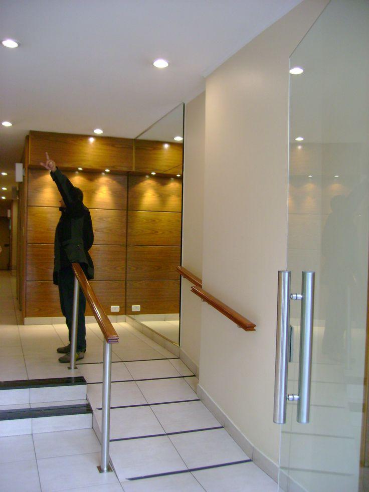 Dise o hall de entrada edificio residencial buenos aires for Disenos de vinilos