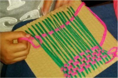 Cómo hacer un telar casero de cartón para niños