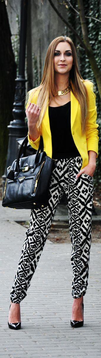 From styletracker-na.tumblr.com Day or night. Printed pants keep the rest simple! OH YES!