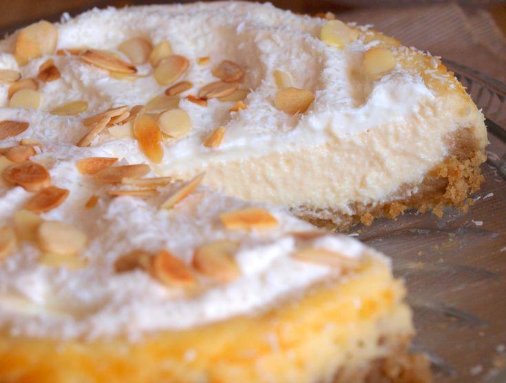 Jeden nejmenovaný člen naší rodiny tak dlouho básnil o kokosovém cheesecaku, který kdesi ochutnal, až jsem se také rozhodla jeden vyzkoušet. No, zkuste ho i Vy, je to božský dezert. :) na dortovou formu o průměru 20cm si připravte: 170g sušenek 80g másla 500g mascarpone 120g kokosového mléka 115g cukru 2 lžičky vanilkového extraktu 2…
