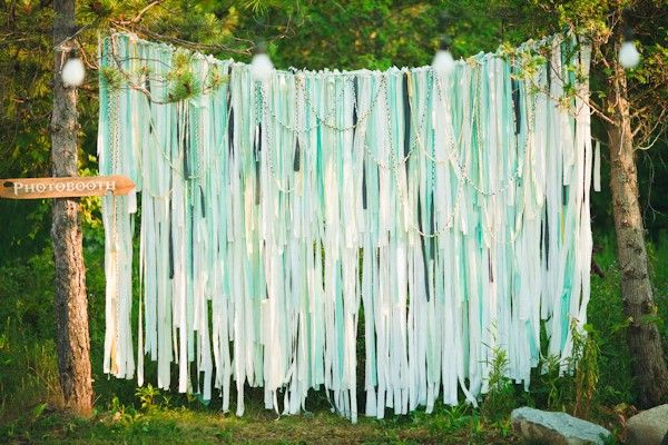 Easy & Cheap Backdrop Ideas: Photos Booths, Mint Wedding, Crepes Paper, Ceremony Backdrops, Booths Ideas, Wedding Backdrops, Ribbons Backdrops, Backdrops Ideas, Photos Backdrops