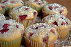 I muffin fragole e panna sono dei dolcetti dall'abbinamento strepitoso, di una golosità e morbidezza unici. L'idea mi è nata pensando proprio alla classica