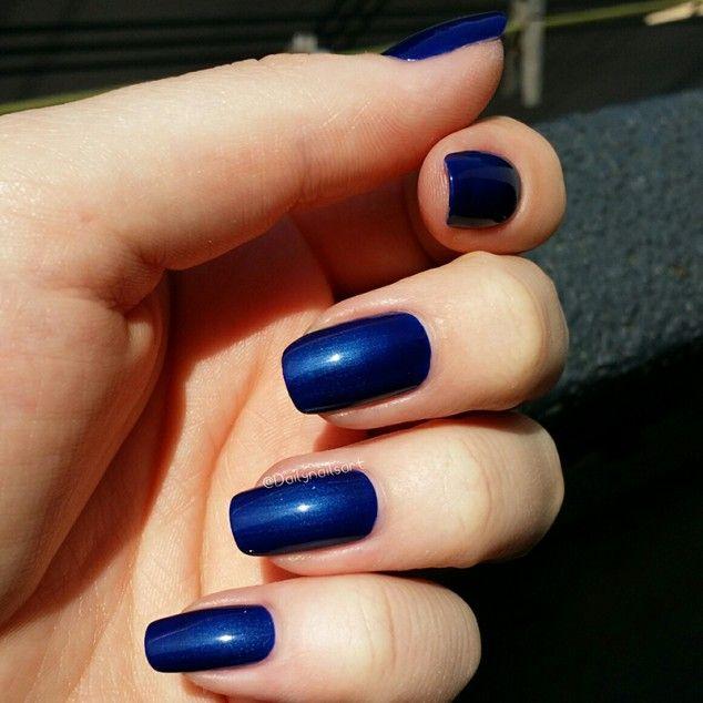 Laushine donkerblauwe nagellak (door Dailynailsart)