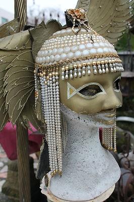 #mascheracarnevale oro e perline #vintage da #esposizione con #manichino in dotazione #antiquariato su #eBay! http://r.ebay.com/7cGI3Z