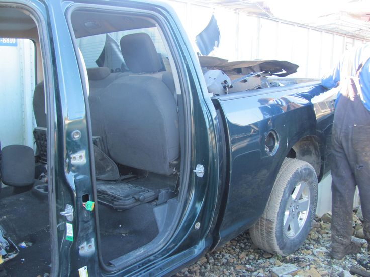 2011 Dodge Hemi Motor $900.00 OBO 3ookm, also various other parts $40. and up depending on part and condition. Auto Office 604-855-1644