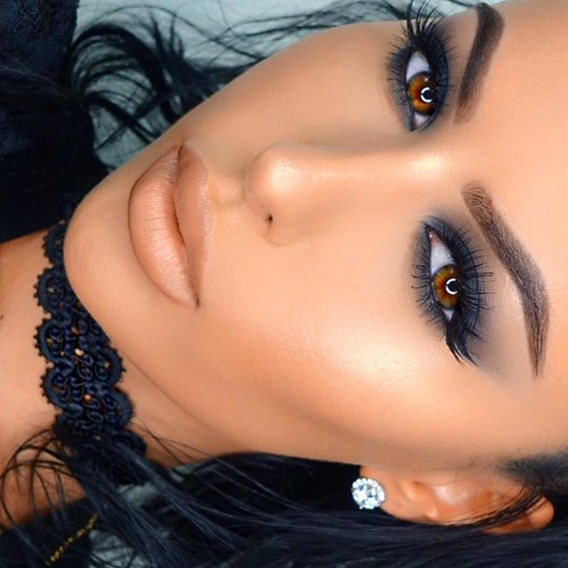 @anastasiabeverlyhills Brow wiz pencil @kyliecosmetics Bronze Palette on the eyes @flutterlashesinc #710 lashes  @maccosmetics Peach Stock lipstick & Mac Stripdown lip pencil