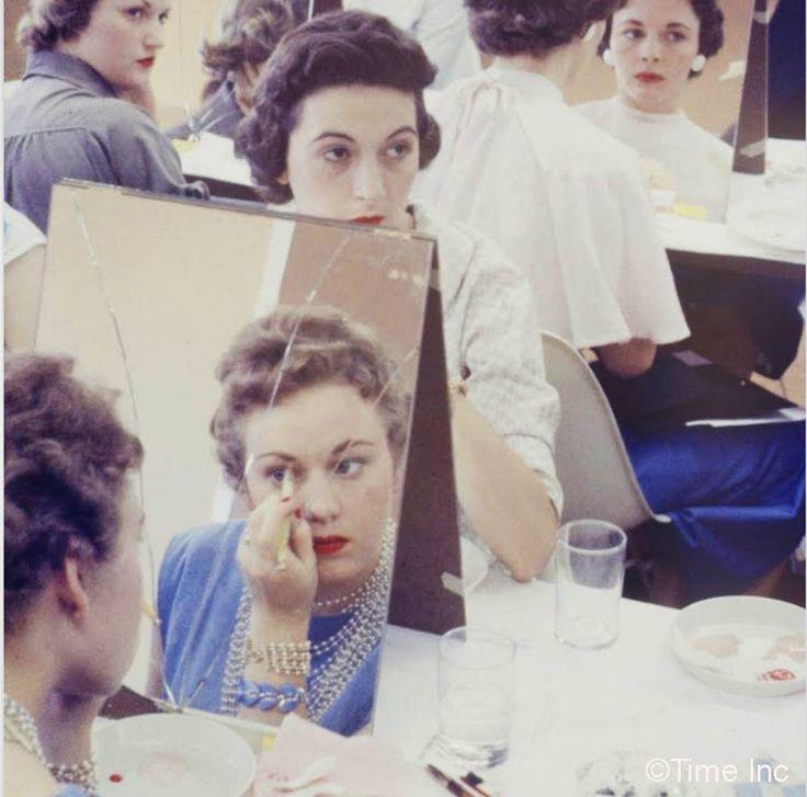 Makeup-class-Life-Magazine-1958-Stewardess-school