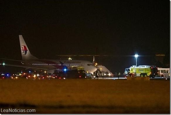 Avión de Malasya Airlines realizó aterrizaje de emergencia - http://www.leanoticias.com/2014/04/21/avion-de-malasya-airlines-realizo-aterrizaje-de-emergencia/