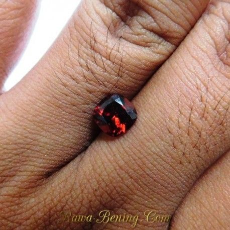 Batu Permata Natural Garnet Merah Kotak 1.90 Carat