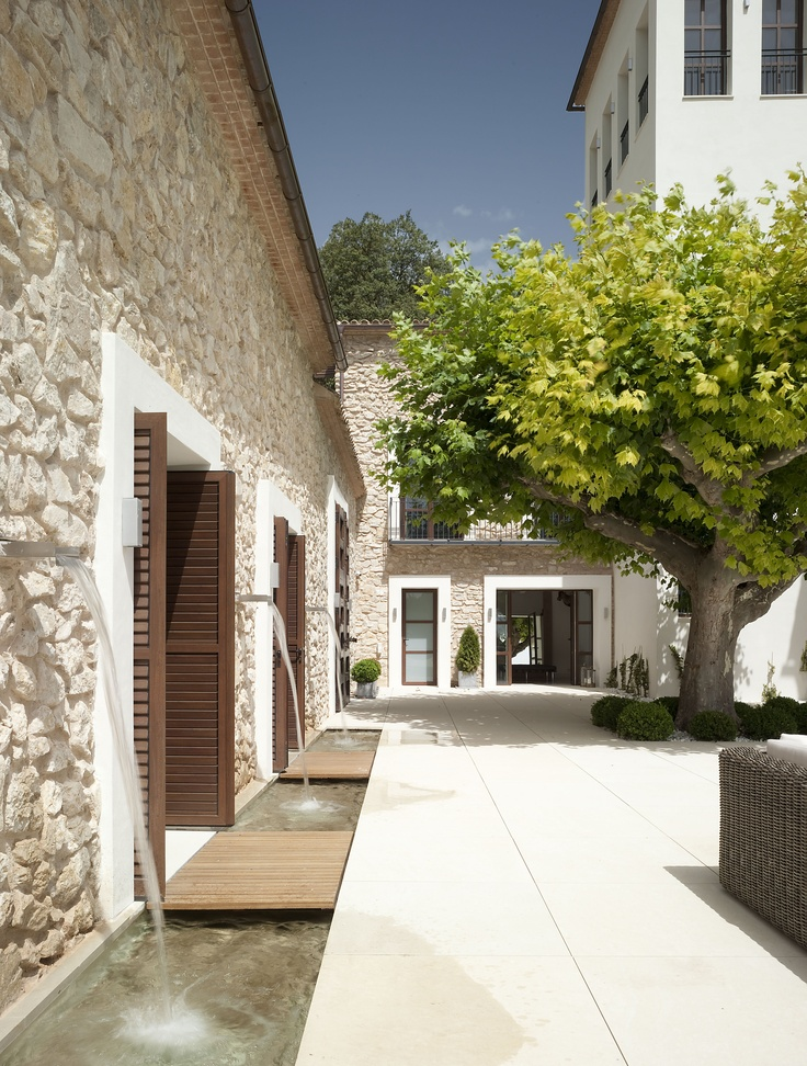Rehabilitation of an old country house in Alicante, Spain. Hernandez Arquitectos.
