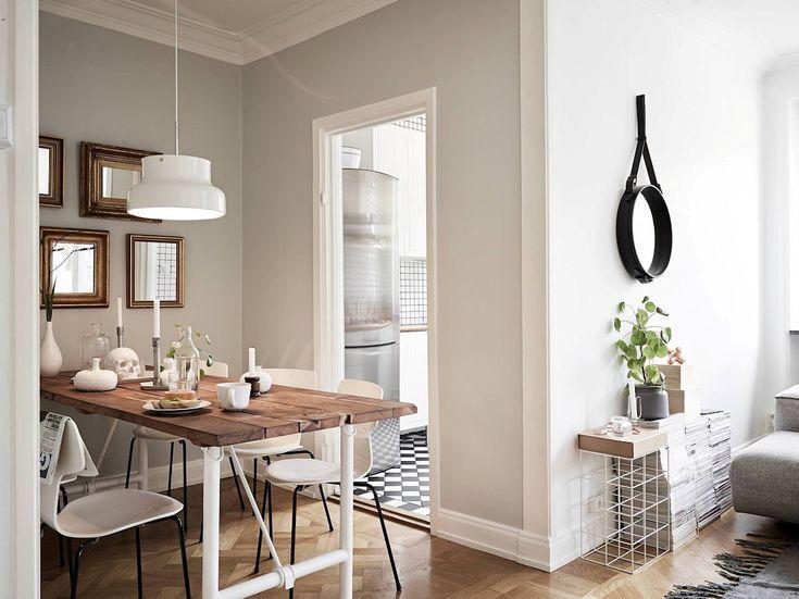Apartamento pequeño nórdico de 53 metros²: para diferenciar la zona del comedor del resto del living, la pared se pinto en un color gris perla que va muy bien con la madera de la mesa