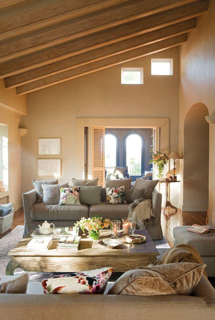 Sofás modelo Ana y mesa de centro Opium de Brucs. Alfombra de lana y seda de The Rug Company, en BSB Alfombras.