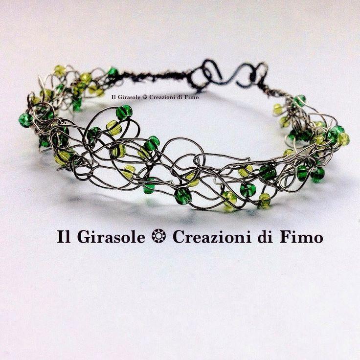 Il Girasole ❂: #Bracciale in #wire #crochet con filo di alluminio e ...  #wirecrochet #wire #crochet #bracelet #handmade #pearl #green #blend #wirewrapped #wrapped