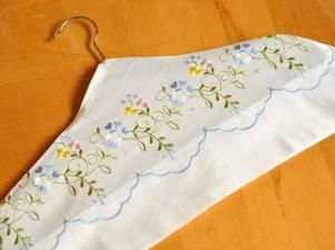 Pillowcase Hanger Cover. Very easy pillowcase craft to make. Can be made very quickly & 85 best Pillowcase Crafts images on Pinterest | Handkerchief ... pillowsntoast.com