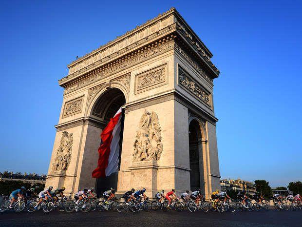Un tour de France bis pour les champs ElyséesDepuis 1975, l'avennue des Champs Elysées accompagne les cyclistes lors de la dernière étape du Tour de France. Une tradition qui va s'étendre au JO puisque pour la compétition de cyclisme sur route, les athlètes passeront par l'arc de Triomphe.