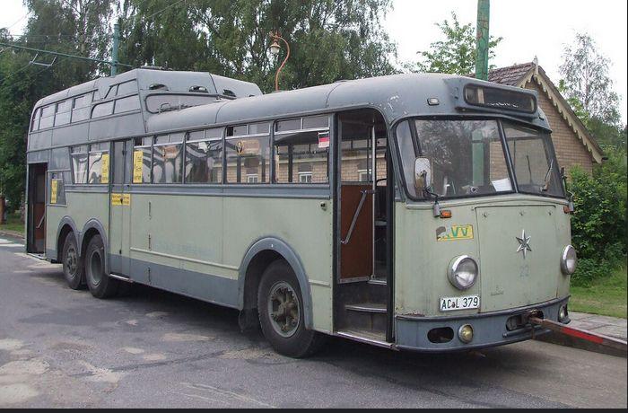 trolleybus same style as pre-war Kenworth