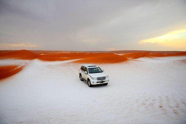 Inanılmaz doğa Çölde kar - Suudi Arabistan