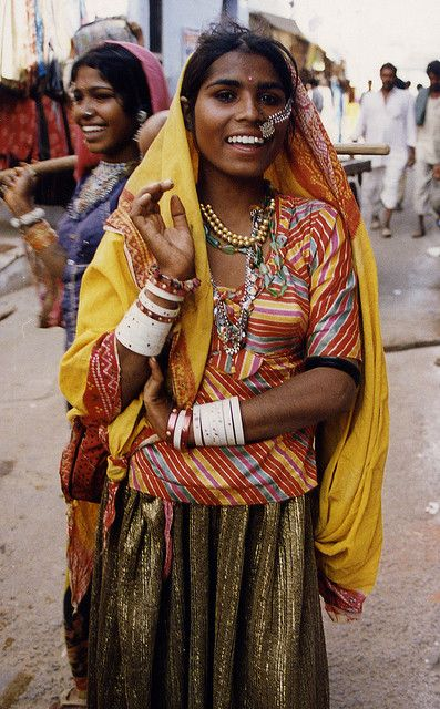 INDIA: Women in Pushkar, Rajasthan - Happy heart