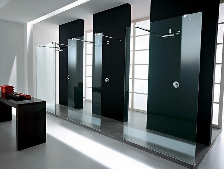 Piatto con Box doccia a parete fissa, Walk in, ingresso libero senza porta. #SILVERPLAT #piatto #doccia #parete #fissa #bagno #design #docciadesign #bagnodesign #bagnomoderno #moderno #boxdoccia