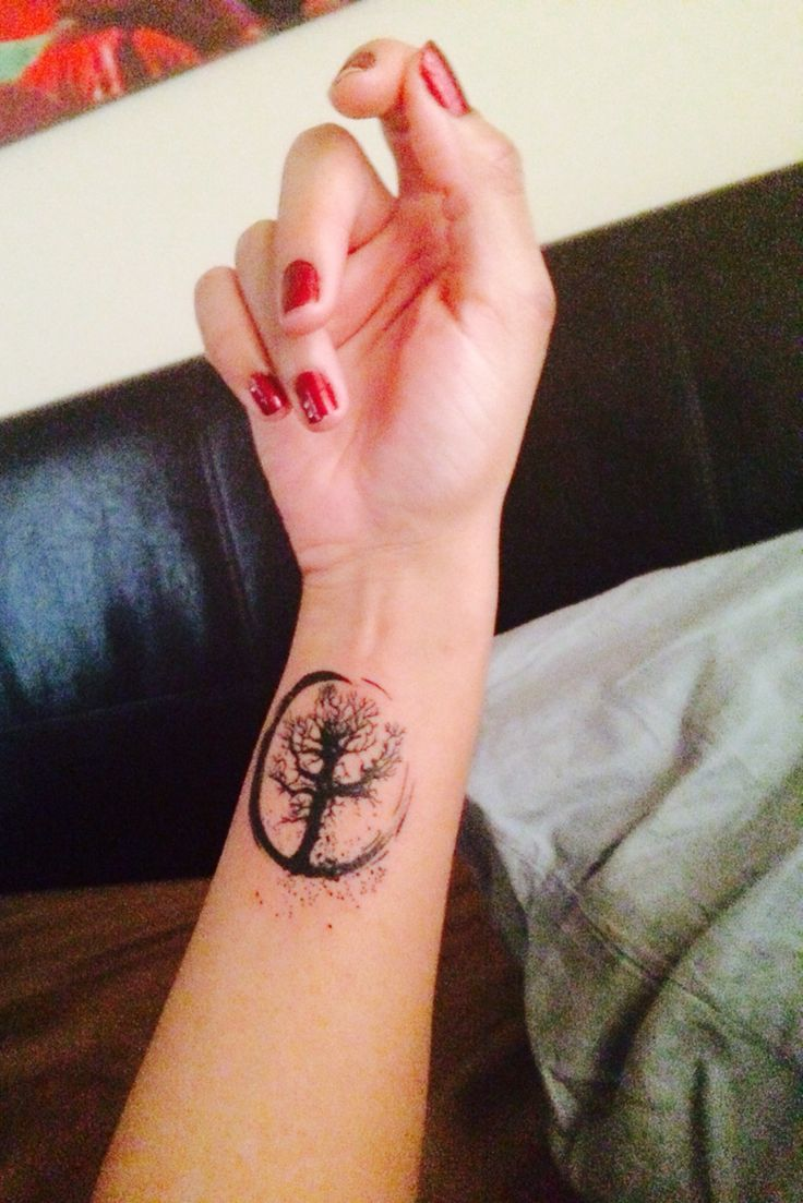Enso & tree of life Tattoo     Zen Buddhism, an ensō is a circle that is hand-drawn in one or two uninhibited brushstrokes to express a moment when the mind is free to let the body create. The ensō symbolizes absolute enlightenment, strength, elegance, the universe, and mu (the void). It is characterized by a minimalism born of Japanese aesthetics.