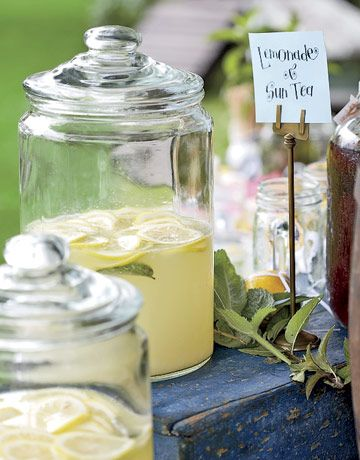 another perfect way to display a beverage station in an outdoor/rustic/country wedding.  I am loving this jars!