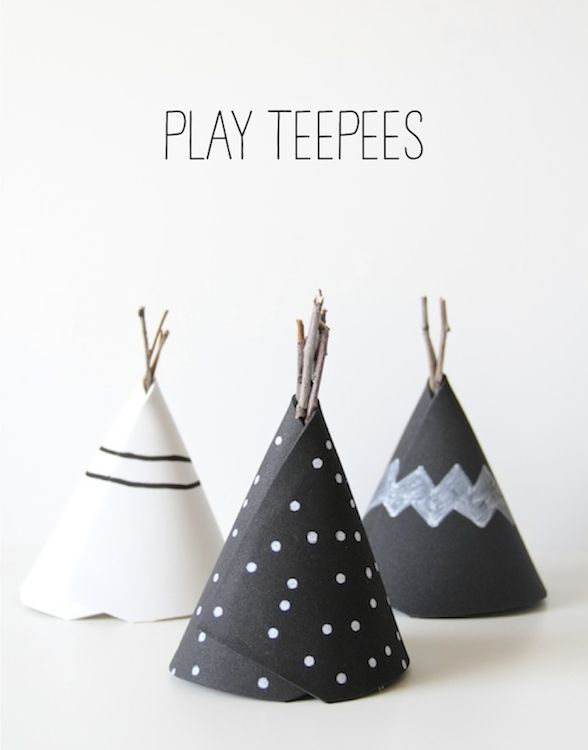 on imaginerait bien une version avec du papier peint avec de la peinture ardoise - DIY: play teepees
