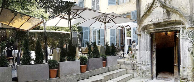 Petit Manoir in Sarlat - good reviews on LaFourchette and TA. Closed Monday.