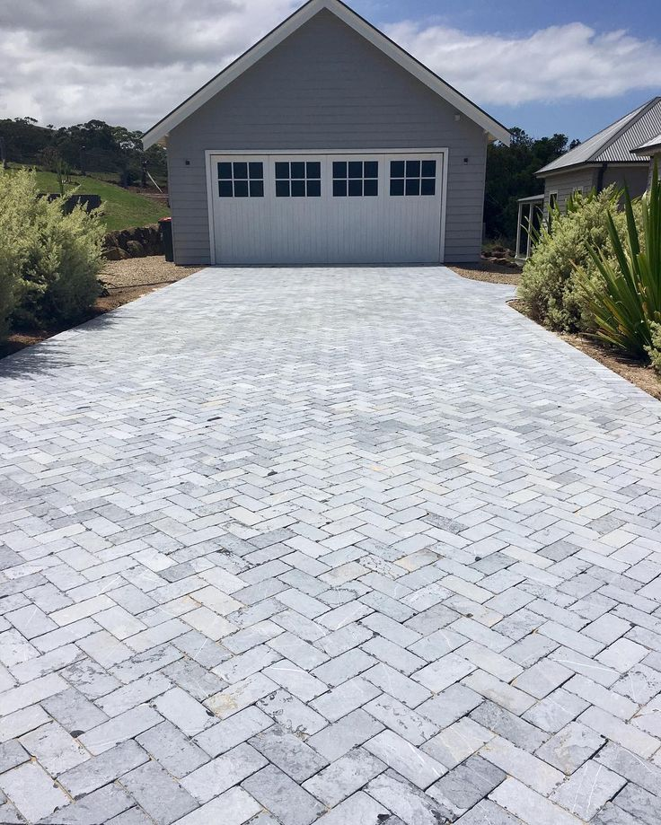 Amber Tiles Kellyville. Pinned from Instagram (@southcoastcountrylifestyle). Tumbled bluestone driveway #bluestone #tumbledbluestone  #limestone #herringbone #driveway #drivewayinspiration #naturalstone #ambertiles #ambertileskellyville